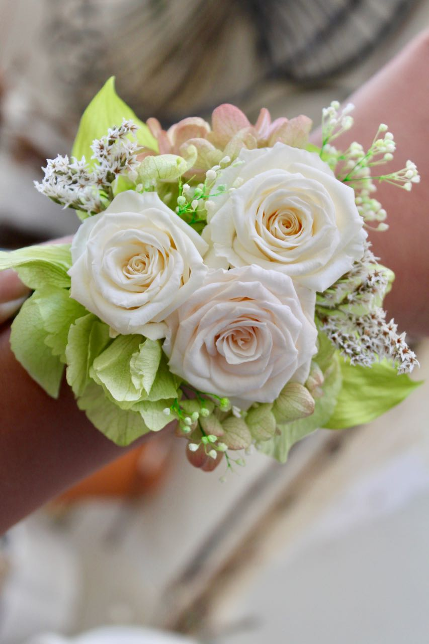 Image of Wrist Corsage - Pretty Rose - sizeM - White
